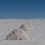 Récolte de sel sur le Salar d'Uyuni